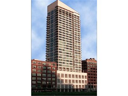 701-s-wells-wells-street-tower.jpg