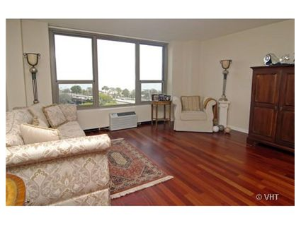 Wake up to both lincoln park and lake views 1550 n lake for What is the square footage of a 15x15 room