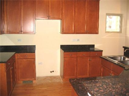 3922-n-kilbourn-kitchen.jpg