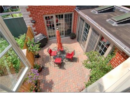 2965-n-sheridan-patio.jpg
