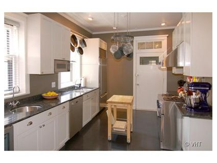 703-w-buena-_3c-kitchen.jpg