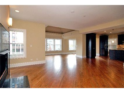 706-w-junior-terrace-_3-livingroom-_2-approved.jpg