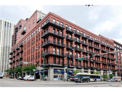 We love large 1 bedroom authentic lofts 616 w fulton in for 1000 bricks square feet