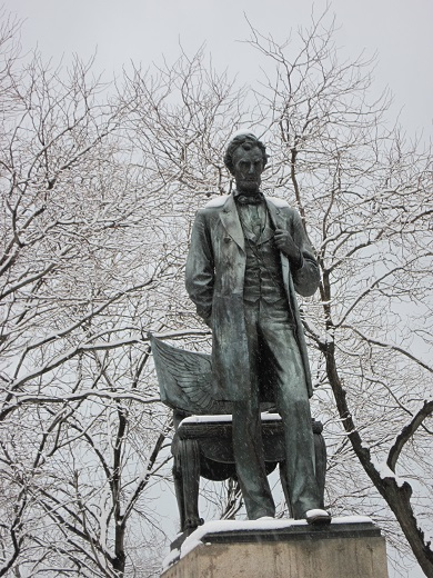 Statue of Abe Lincoln in Lincoln Park